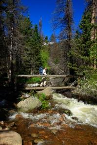 El guía Andy Barkley continúa con la tradición y lleva a los turistas a la cima de Longs Peak.